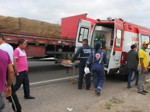 Duas ambulâncias do samu estiveram no local (Foto: Amanda Franco/ G1)