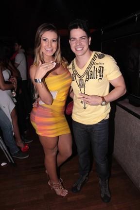 Andressa Urach com o cantor sertanejo Raffael Machado em boate em São Paulo (Foto: Leo Franco/ Ag. News)