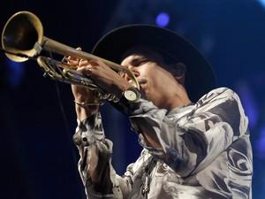 Spencer Ludwig traz um som diferente com trompete ao show de Capital Cities no Planeta (Foto: Emmanuel Denaui/Agência Preview)