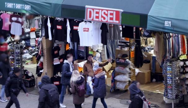 Fachada da Deisel, na Canal Street, em NY, rua famosa pelo comércio de produtos piratas (Foto: divulgação)
