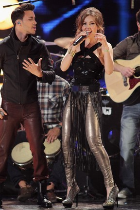 Thalia canta com Prince Royce em prêmio de música em Miami, nos Estados Unidos (Foto: John Parra/ Getty Images/ Agência)
