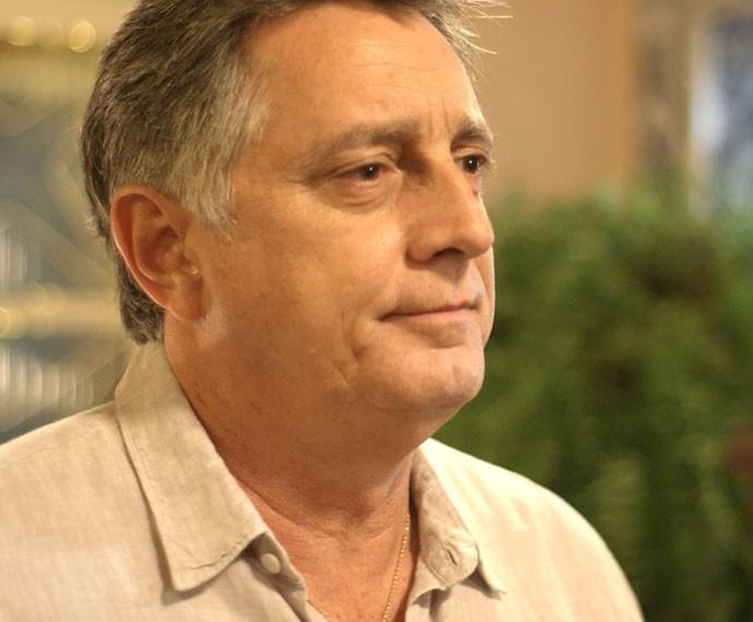 Jorge chega em casa e dá a notícia para Lu e Sueli (Foto: TV Globo)