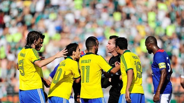 confusão Palmeiras São Caetano série B (Foto: Marcos Ribolli / Globoesporte.com)