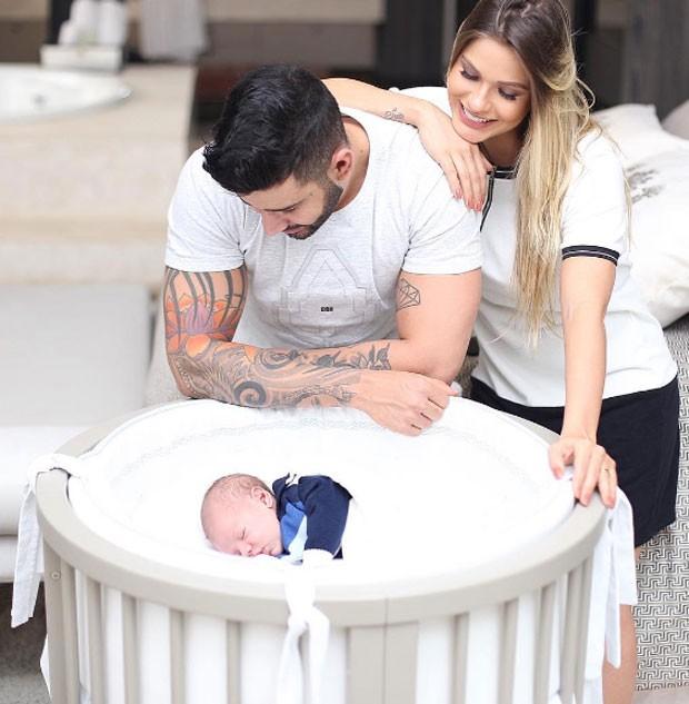 Andressa Suita e Gusttavo Lima com o filho Gabriel (Foto: Reprodução)