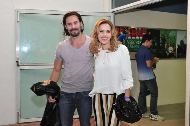 Leona Cavalli marcou presença com o namorado (Foto: Roberto Teixeira/ EGO)