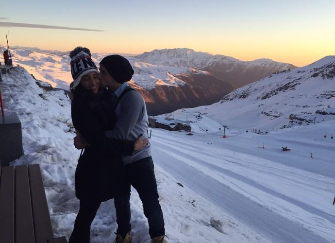 O casal aproveita o frio para curtir um clima romântico (Foto: Arquivo Pessoal)