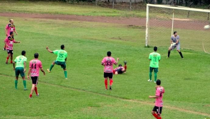 Guaraí disputa jogo treino com seleção amadora (Foto: Paulo Júnior/TV Lobão)