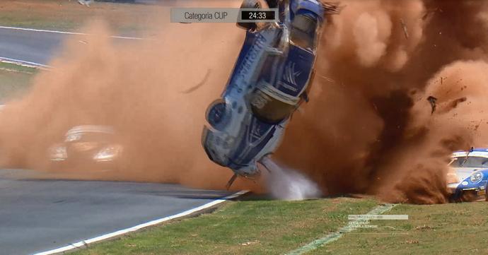 Acidente de Pedro Piquet na etapa de Goiânia da Porsche Cup (Foto: Reprodução)