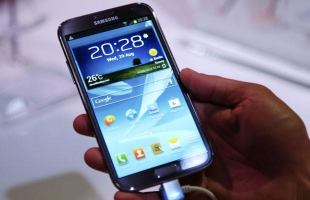Galaxy Note 2 tem tela de 5,5 polegadas e conexão 4G  (Foto: Pawel Kopczynski/Reuters)