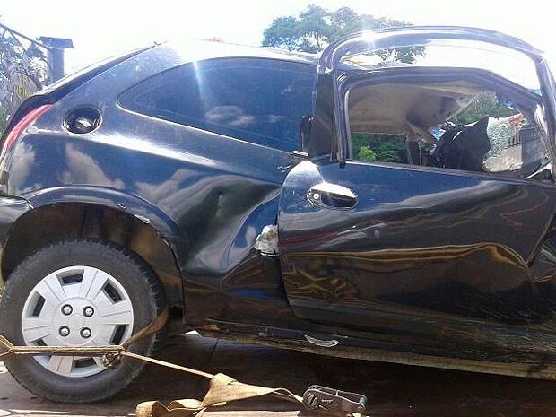 Carro foi atingido por caminhão; todos os ocupantes morreram (Foto: Jackson Andrade / Arquivo Pessoal)