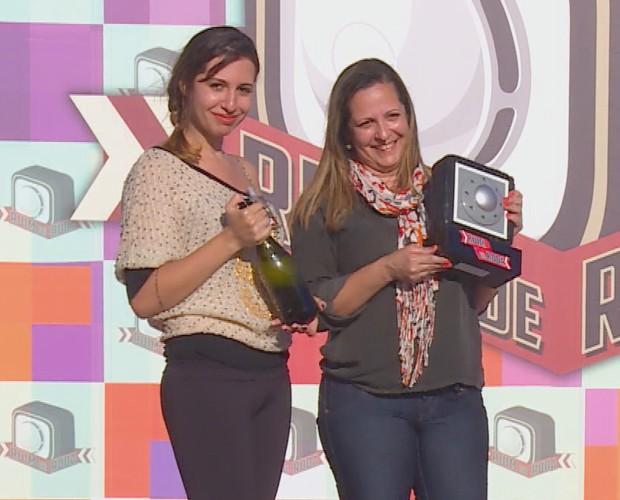 Troféu do Ruim de Roda para mãe e filha   (Foto: Caldeirão)