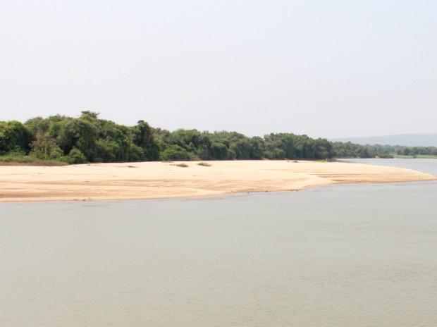 Banco de areia no canal do rio Paraguai no trecho entre Cáceres (MT) e Corumbá (MS) (Foto: Divulgação/Ahipar)