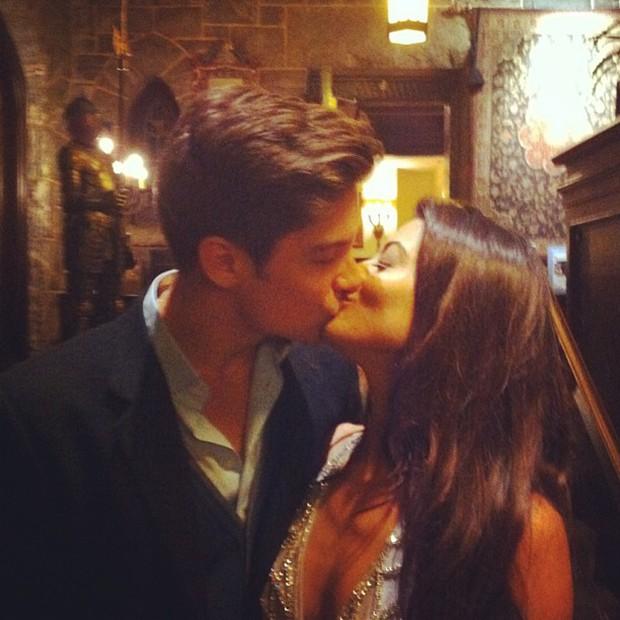 Carol Castro posta foto com o namorado (Foto: Instagram / Reprodução)