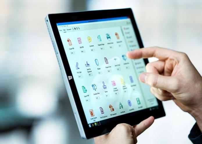 Adobe Acrobat DC permite salvar arquivos na nuvem Adobe Documment Cloud (Foto: Divulgação/Adobe)
