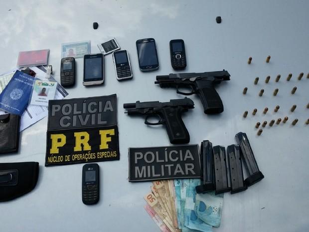 Armas e munição foi apreendida (Foto: Divulgação/Seds)