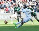 Bacca escorrega e dá dois toques em gol de pênalti que leva Milan à vitória