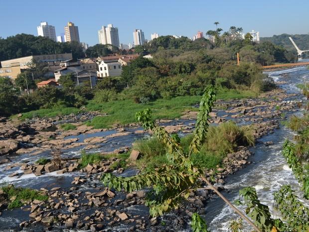 Rio Piraciacaba em 2 de agosto de 2015 (Foto: Claudia Assencio/ G1)