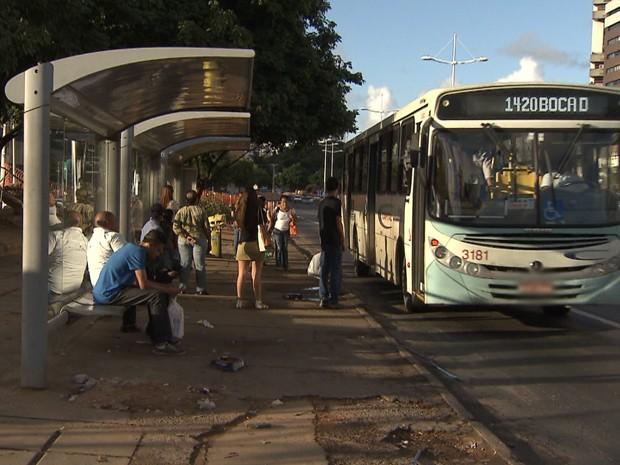 Ponto de ônibus (Foto: Imagem/TV Bahia)