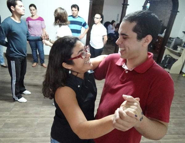 Thiago Cabral quis aprender forró para não passar vergonha em festas (Foto: Luna Markman/G1)