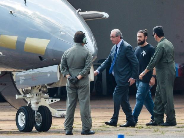 Brasília - O ex-presidente da Câmara dos Deputados, Eduardo Cunha, embarca para Curitiba após ser preso pela Polícia Federal (Foto: Wilson Dias/Agência Brasil)
