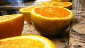 Vitamina C injetável pode ajudar no tratamento contra câncer, diz estudo (Foto: BBC)
