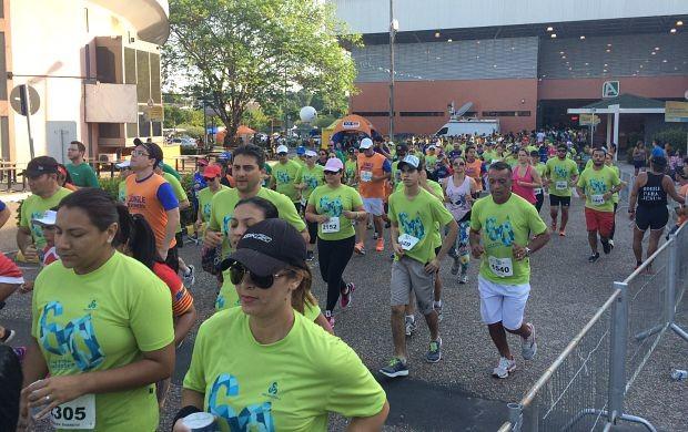 2,5 mil atletas participam da 60ª Corrida Pedestre Henrique Archer Pinto (Foto: Katiúscia Monteiro/ Rede Amazônica)