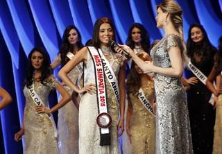 Stefany Waleska, de Santo André, eleita Miss Simpatia  (Foto: Celso Tavares / EGO)