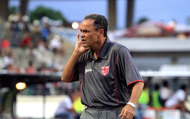 Roberval Davino estreou com o pé direito no CRB (Foto: Ailton Cruz/ Gazeta de Alagoas)