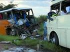 Acidente entre dois ônibus no interior de SP mata oito e deixa 50 feridos