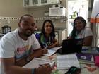 Mãe e filhos estudam juntos para o Enem (Camilla Motta/ G1)
