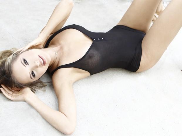 Jacqueline Schaffer - modelo e médica empenhada em projetos sociais  (Foto:  Michael Vincent)