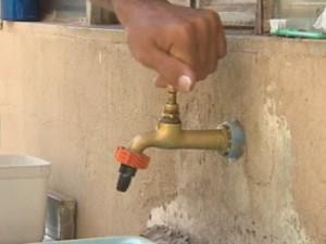 Falta de água em Jacareí (Foto: Reprodução/TV Vanguarda)