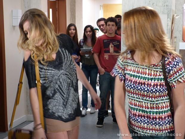 Anita não suporta as provocações de Sofia e dá tapão na cara da irmã (Foto: Malhação / TV Globo)