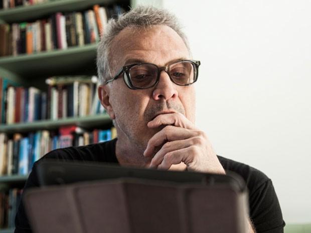 Bial com os óculos comprados após sugestão da filha (Foto: Marcelo Correa/TV Globo)
