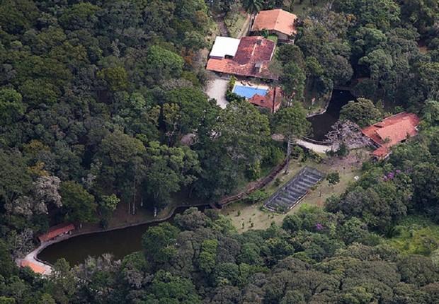 Sítio de Atibaia investigado pela Operação Lava Jato, que seria frequentado pelo ex-presidente Luiz Inácio Lula da Silva e sua família (Foto: Reprodução/YouTube)