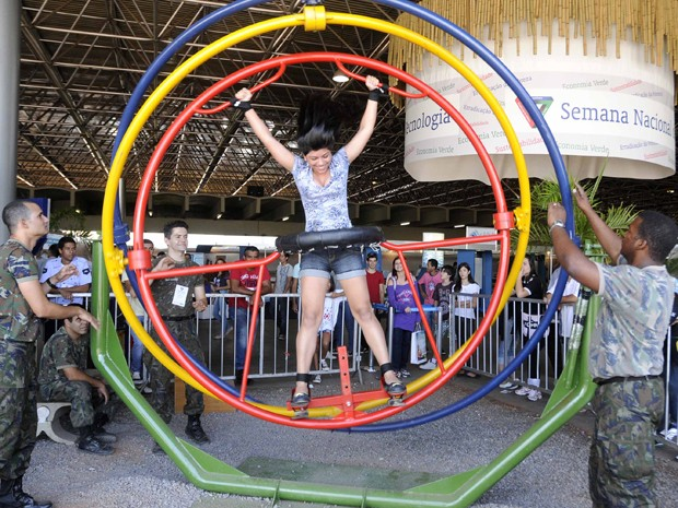 Estudante visita 9ª Semana Nacional de Ciência e Tecnologia, no Pavilhão de Exposições do Parque da Cidade.  (Foto: Pedro Ventura / Agência Brasília)