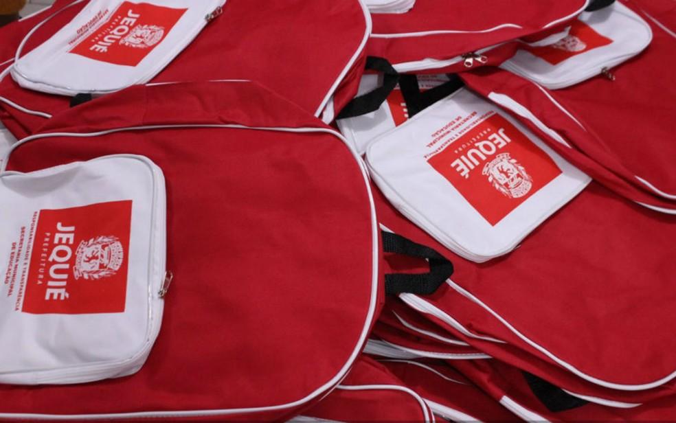 Prefeitura de Jequié, na região sudoeste, entregou utensílios que tem quase o mesmo tamanho de alunos da creche municipal (Foto: Divulgação/Prefeitura de Jequié)