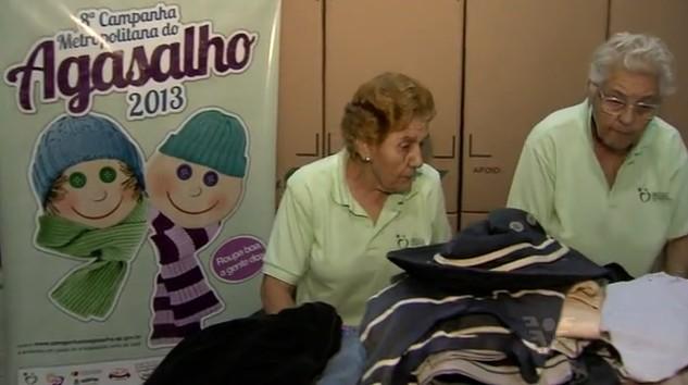 Voluntários da Campanha do Agasalho (Foto: Reprodução/TV Tribuna)