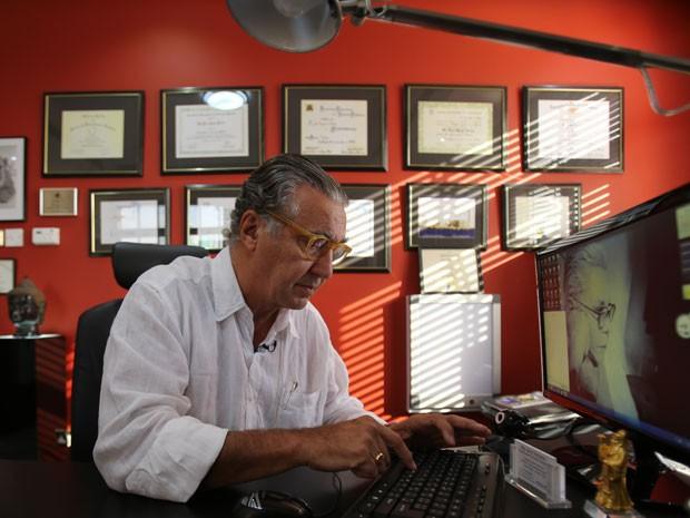 O cirurgião plástico brasileiro Luiz Toledo, que saiu do Brasil em 2006 para atender em Dubai (Foto: Kamran Jebreili/AP)