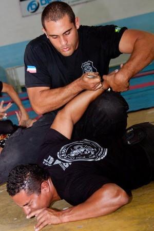 Atuando na segurança interna e externa de cerca de 500 presos, Michael Mendes é agente penitenciário no ES (Foto: Divulgação/Arquivo Pessoal)