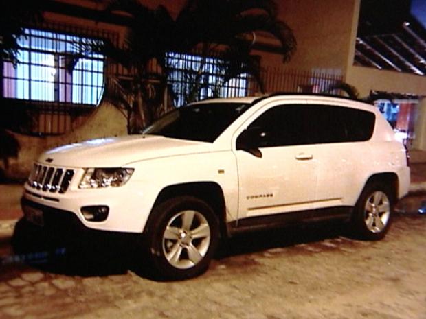 Carro de luxo comprado pelo padre  (Foto: Reprodução / TV Gazeta)