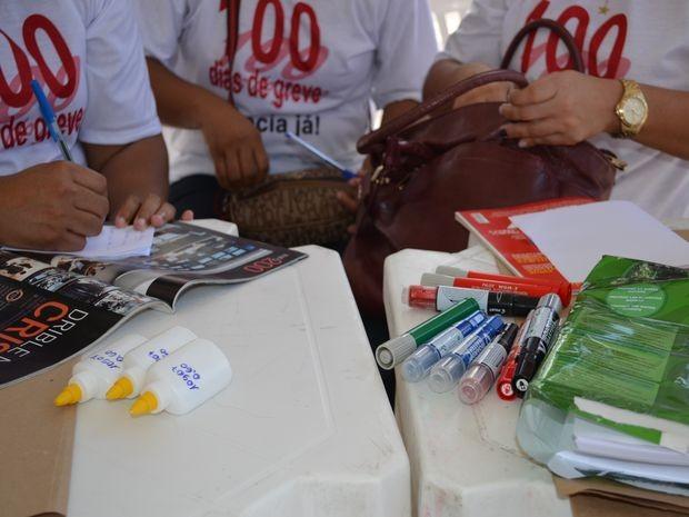 Grevistas realizaram oficinas de teatro, capoeira, fanzine e auferiram a pressão dos transeuntes (Foto: Marina Fontenele/G1 SE)