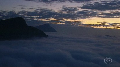 Rio amanhece com nevoeiro