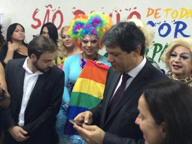 O prefeito Fernando Haddad participa da inauguração do Centro de Cidadania LGBT Laura Vermont (Foto: Paula Paiva Paulo/G1)