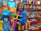 Grazi Massafera aproveita folga e vai às compras na Guatemala