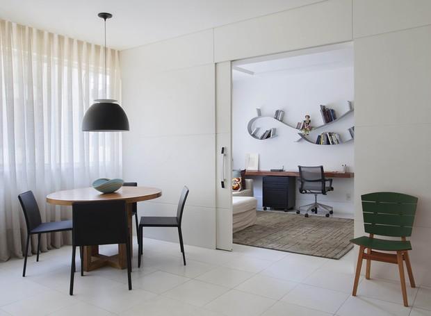 Apartamento funcional f cil de limpar e com muito for Sala de estar funcional