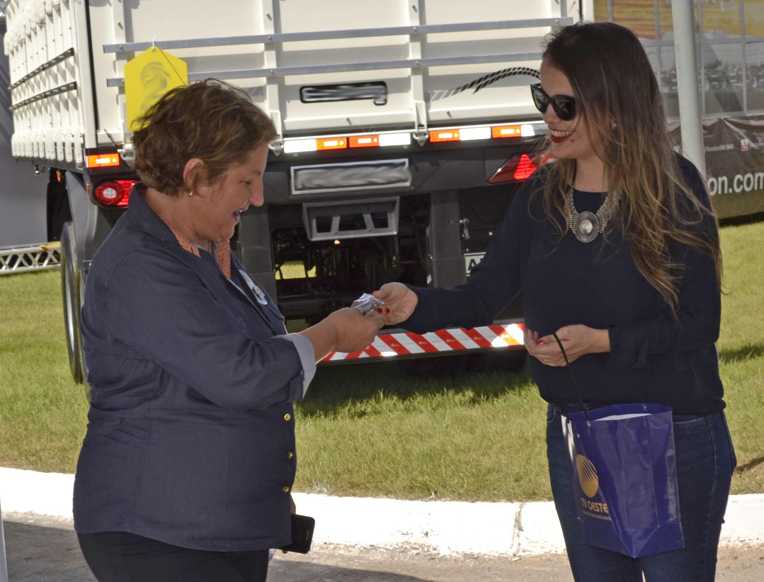 Interação com o público da feira (Foto: Divulgação)