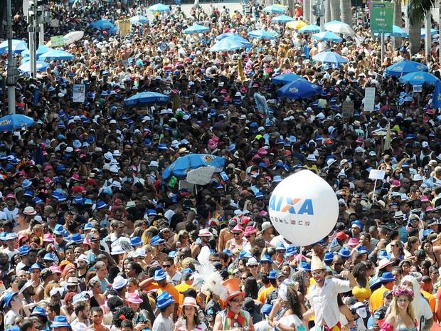 Mar de gente acompanhou o trio elétrico do Monobloco pelo Centro do Rio (Foto: Alexandre Durão/G1)