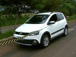 Carro foi roubado pela quadrilha em Santa Rita do Passa Quatro (Foto: Reprodução/EPTV)
