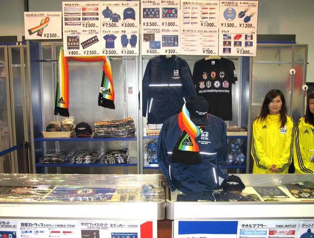 palco do penta, Yokohama, Loja improvisada na loja do Yokohama Marinos (Foto: Cahê Mota / Globoesporte.com)